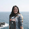 KLFC alumni, Hanna Jeong, posing for a photo in Hawaii.